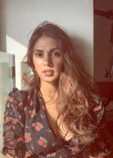 Rhea Chakraborty Biography In Hindi